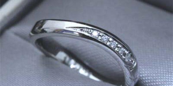 ダイヤパヴェセッティングのエンゲージリング